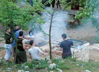 Barbecues collectifs aux aires de bivouac